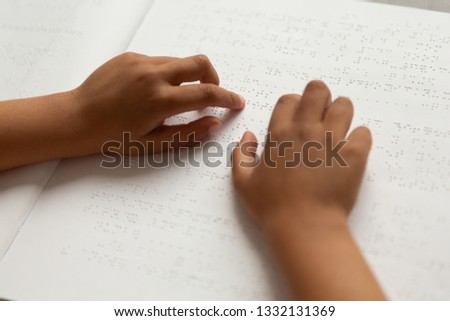 クローズアップ ブラインド 男子生徒 手 読む 図書 ストックフォト © wavebreak_media