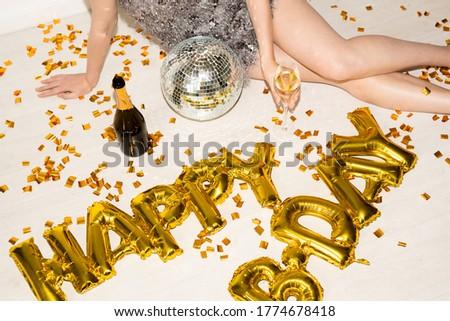 Pernas meninas champanhe moço Foto stock © pressmaster