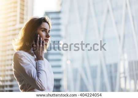 Iş kadını şık ışık takım elbise konuşma cep telefonu Stok fotoğraf © ElenaBatkova