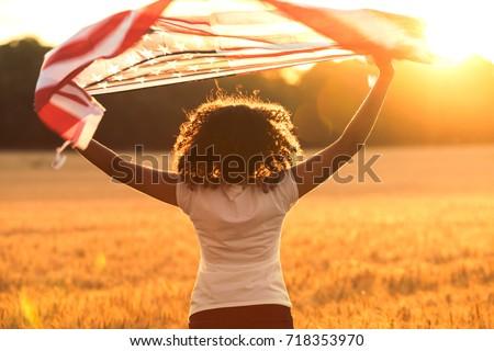 Rückansicht Frau halten amerikanische Flagge Freunde Sitzung Stock foto © wavebreak_media