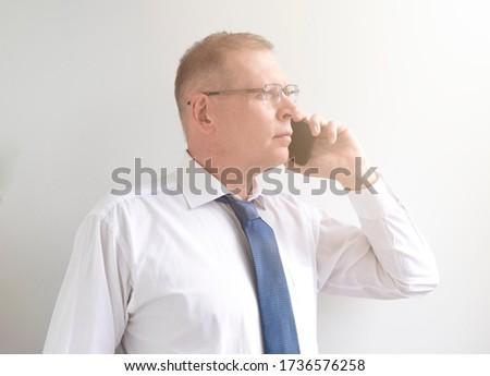 бизнесмен · прослушивании · звонящий · по · телефону · белый · технологий · телефон - Сток-фото © wavebreak_media