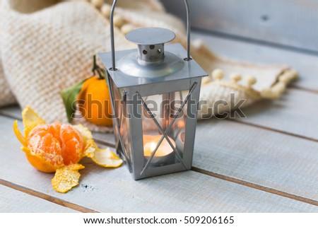 Karácsony lámpások mandarin piros gyöngyök fehér Stock fotó © Yatsenko