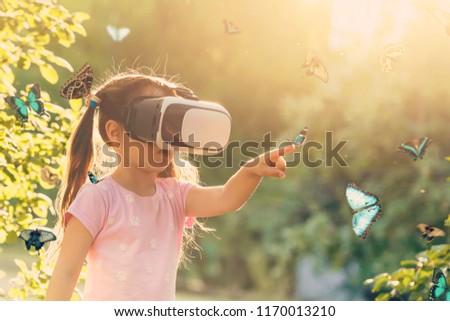 kız · sanal · gerçeklik · kulaklık · yandan · görünüş · ev - stok fotoğraf © wavebreak_media