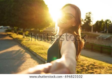 Bana mutlu genç kadın el Stok fotoğraf © vlad_star