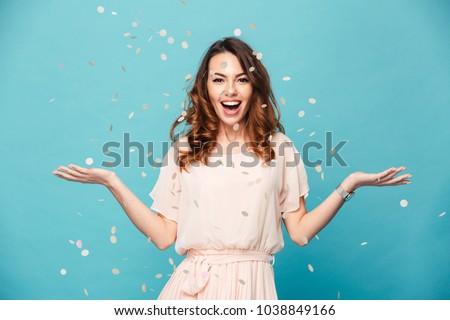 portret · tevreden · jong · meisje · permanente · geïsoleerd · violet - stockfoto © deandrobot
