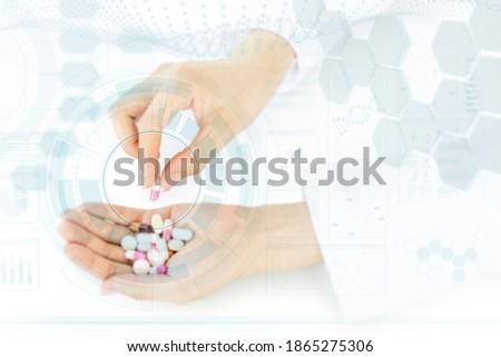Közelkép kéz női gyógyszerész szőlőszüret felfelé Stock fotó © Kzenon