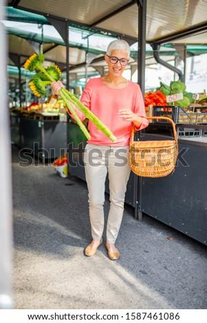 idős · nő · saláta · diéta · egészséges · életmód · nők - stock fotó © boggy