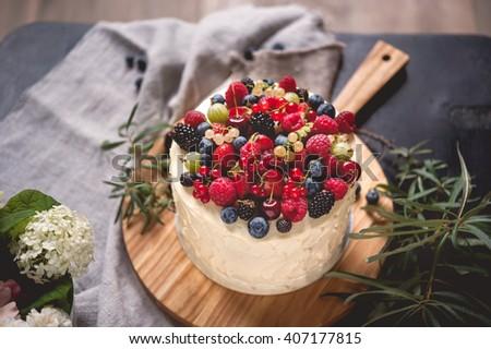Gyönyörű torta fedett cukormáz krém nyár Stock fotó © ruslanshramko
