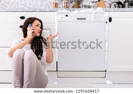 triste · mulher · sessão · lava-louças · chamada - foto stock © andreypopov
