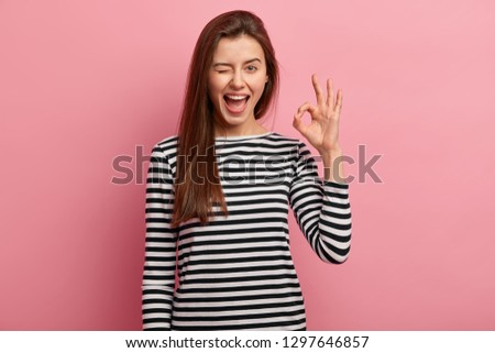 Mulher jovem posando isolado rosa okay Foto stock © deandrobot