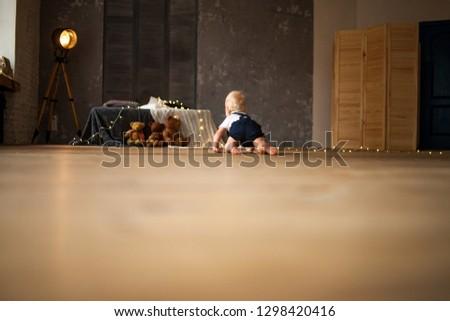 baba · fiú · játékok · girland · padló · izzó - stock fotó © Stasia04