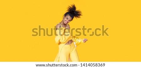 Vízszintes fotó boldog nő 20-as évek visel Stock fotó © deandrobot