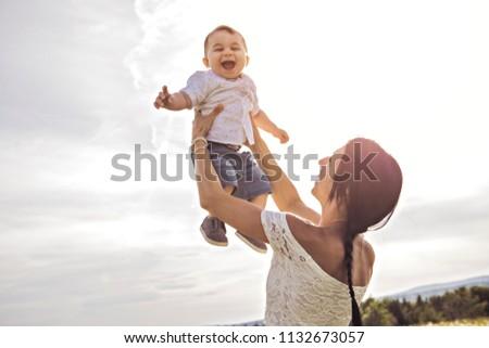Küçük erkek açık havada alan papatya Stok fotoğraf © Lopolo