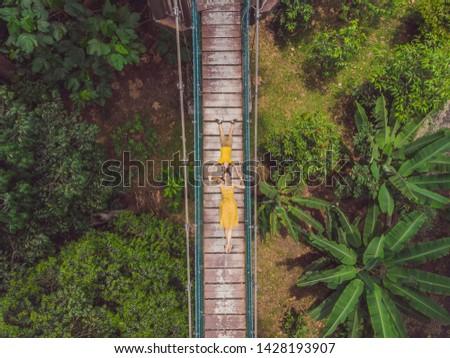 Moeder zoon toeristen hangbrug Kuala Lumpur bos Stockfoto © galitskaya