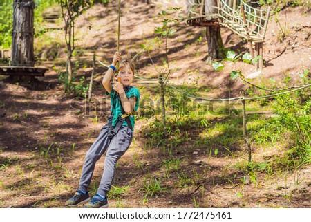 jongen · klimmen · touw · rock · berg · leuk - stockfoto © galitskaya