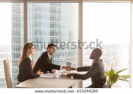 Stock fotó: Oldalnézet · több · nemzetiségű · csoport · cégvezetők · ül · asztal