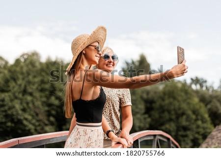 Congiunto due persone adulto bella madre Foto d'archivio © ElenaBatkova
