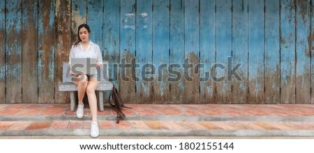 Elöl kilátás gyönyörű ázsiai üzletasszony ül Stock fotó © wavebreak_media
