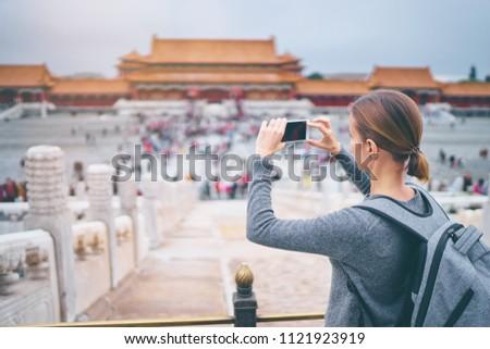 élvezi vakáció Kína fiatal nő tiltott város utazás Stock fotó © galitskaya