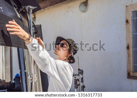 gaffer or the chief electrician in a motion-picture or television production unit set up the lights  Stock photo © galitskaya