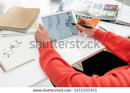 Eller yaratıcı moda tasarımcı pikap iğnesi işaret Stok fotoğraf © pressmaster