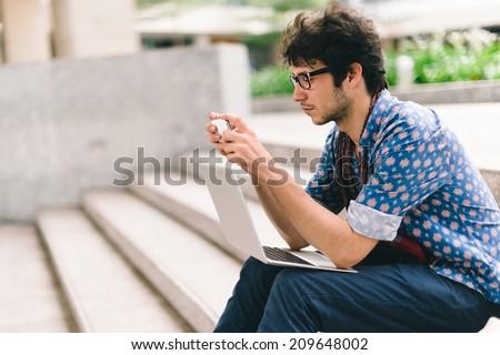 Studente seduta passi smartphone due Foto d'archivio © Lopolo