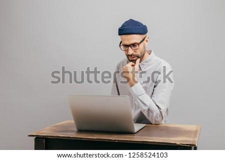 Afbeelding mannelijke eigenaar handel bedrijf informatie Stockfoto © vkstudio
