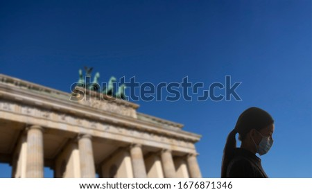Coronavirus Berlín Alemania Europa mujer mascarilla quirúrgica Foto stock © Maridav