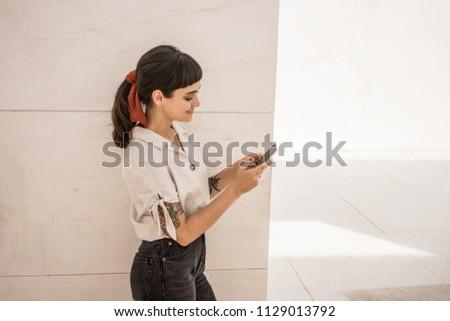 Goed kijken vrouw schrijven tekst mobiele vergadering Stockfoto © wavebreak_media