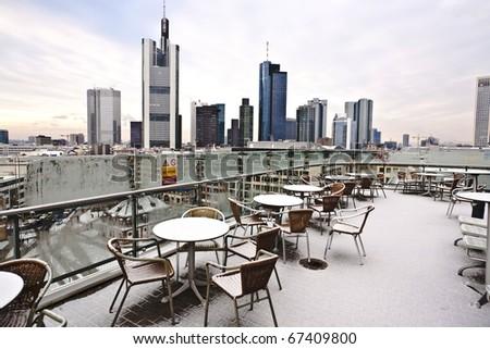 Skyline Frankfurt sneeuw gedekt wolkenkrabber Stockfoto © meinzahn