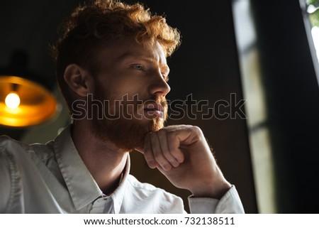 Primer plano retrato alterar jóvenes hombre Foto stock © deandrobot