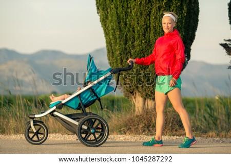 Jogging anya élvezi anyaság naplemente fut Stock fotó © blasbike