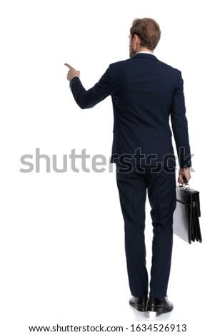 Achteraanzicht elegante zakenman aktetas lopen werk Stockfoto © feedough