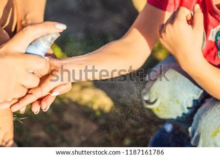 Mom Abhilfe Junge neu Arm Hand Stock foto © galitskaya