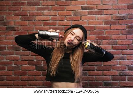 Portret kaukasisch hip hop meisje 20s permanente Stockfoto © deandrobot