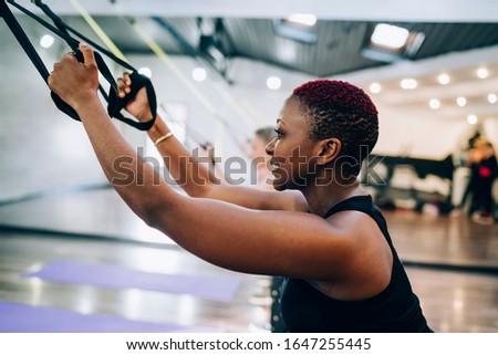 Vista laterale african american donna manubri Foto d'archivio © wavebreak_media