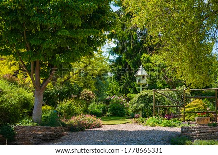 madár · ház · fa · zöld · levelek · tavasz · menedék - stock fotó © przemekklos