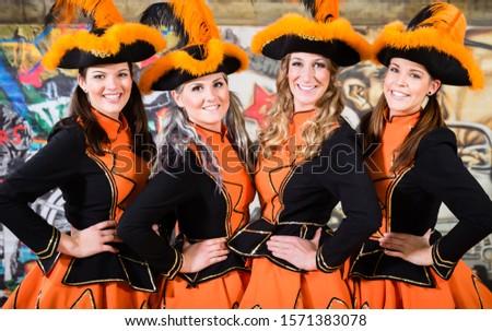 Folklore groep dansen carnaval steeg vrolijk Stockfoto © Kzenon