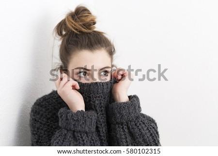 Poziomy shot dziewczyna pokryty biały Zdjęcia stock © vkstudio