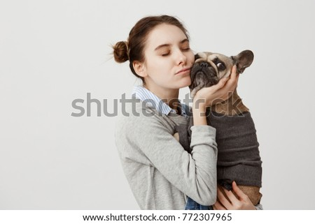 Kadın evcil hayvan sahip sevmek köpek gündelik Stok fotoğraf © vkstudio
