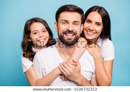 изображение счастливым брюнетка улыбающаяся женщина Плечи компьютер Сток-фото © vkstudio