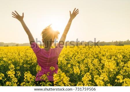 背面図 幸せ 小さな アフリカ系アメリカ人 女性 黄色 ストックフォト © wavebreak_media