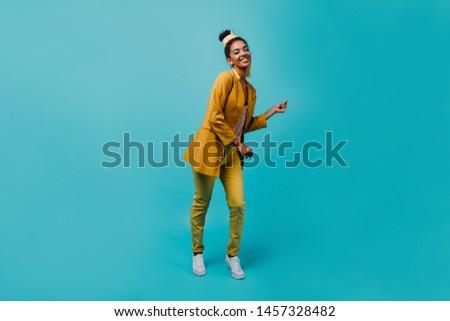 Shot gelukkig jonge dame afro Stockfoto © vkstudio
