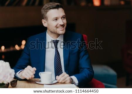 Alegre masculino trabalhador alegremente Foto stock © vkstudio