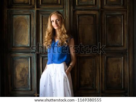 синий блузка темно стены портрет Сток-фото © dashapetrenko