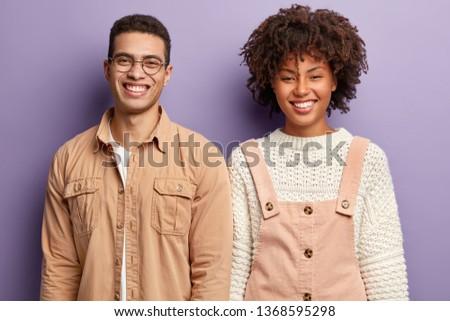 Fiatal jól kinéző emberek áll együtt fal Stock fotó © boggy