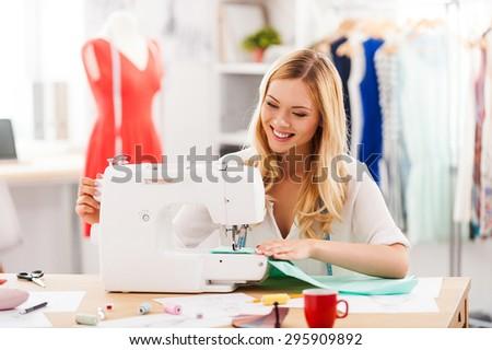 Pozitív fiatal nő varr profi gép műhely Stock fotó © Lopolo