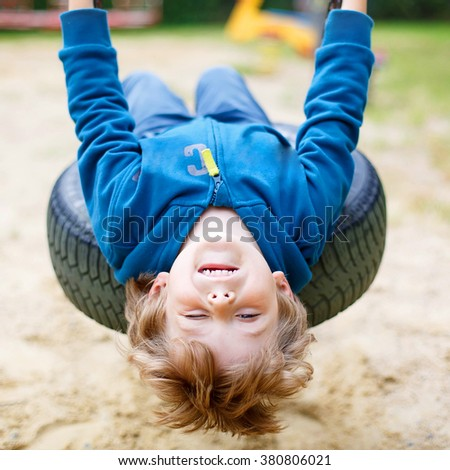 Funny dziecko chłopca łańcucha huśtawka Zdjęcia stock © galitskaya
