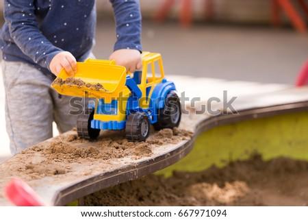 erkek · oynama · büyük · oyuncak · ekskavatör · inşaat - stok fotoğraf © galitskaya