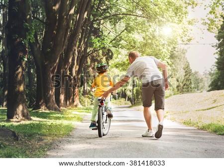 Ojciec syn rower człowiek sportu dziecko Zdjęcia stock © galitskaya